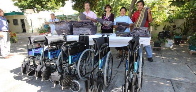 DIF Mérida entrega apoyos a organizaciones civiles