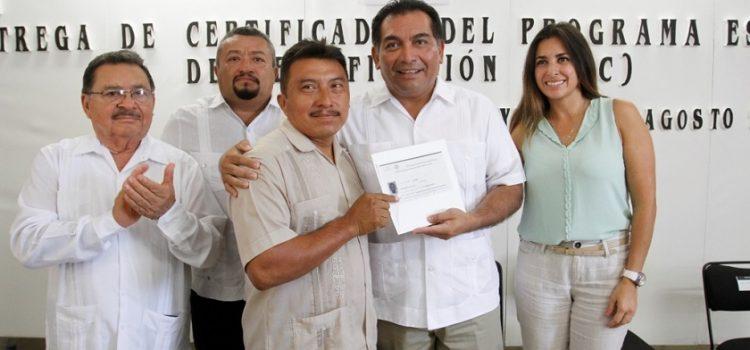 En Yucatán cerca de 60 mil adultos mayores concluyen educación básica