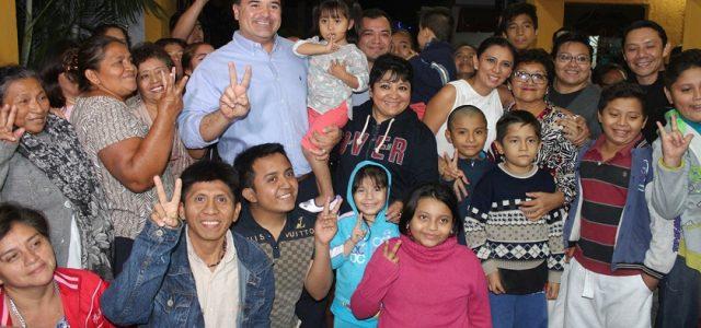 Renán Barrera se reúne con militantes del PAN en la colonia Nueva Mulsay