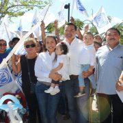 Celebra Renán Barrera el corte de la rosca de Reyes en Chuburná