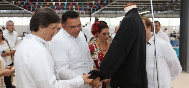 Inaugura Rolando Zapata la planta textil Alsico Promex en Valladolid