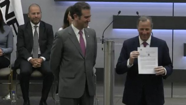 Registra Meade su candidatura presidencial ante el INE