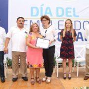 María Fritz encabeza actos con motivo del Día del Empleado Municipal