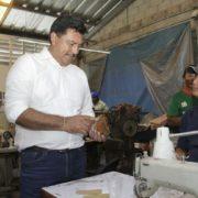 Encuentro de Canul Pérez con productores de calzado