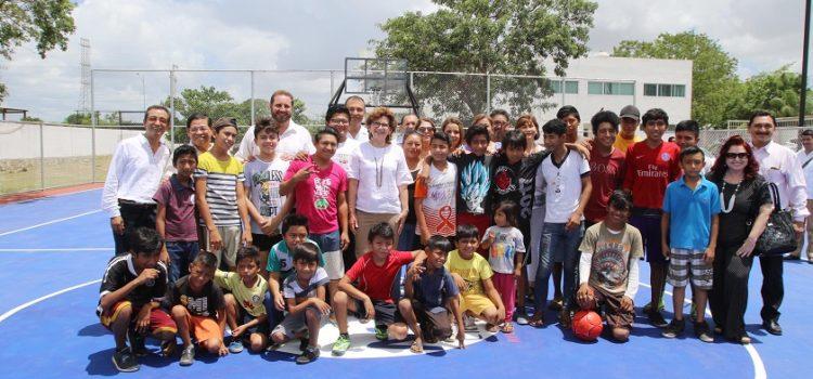 Supervisan una cancha de usos múltiples en el Centro de Integración Juvenil