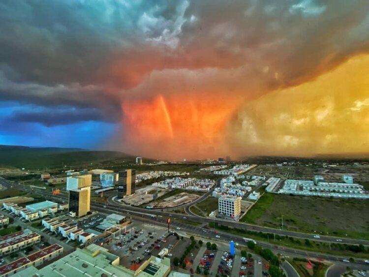 "Photo of ""Bomba de lluvia"", increíble fenómeno se aprecia en Querétaro"