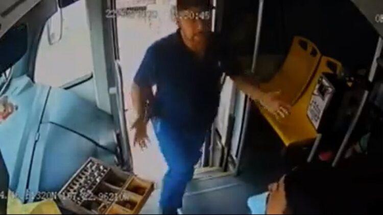 Photo of Presunto policía cachetea a camionero