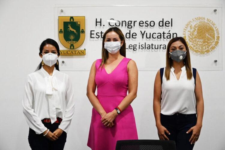 Photo of Tres mujeres a la Mesa Directiva  en el Congreso del Estado