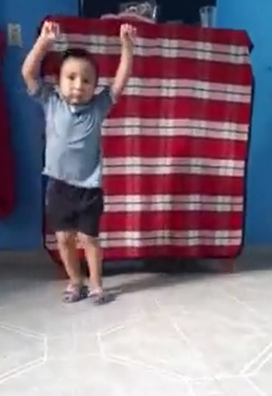 Photo of Bailando jarana, este pequeño conquistó a internautas