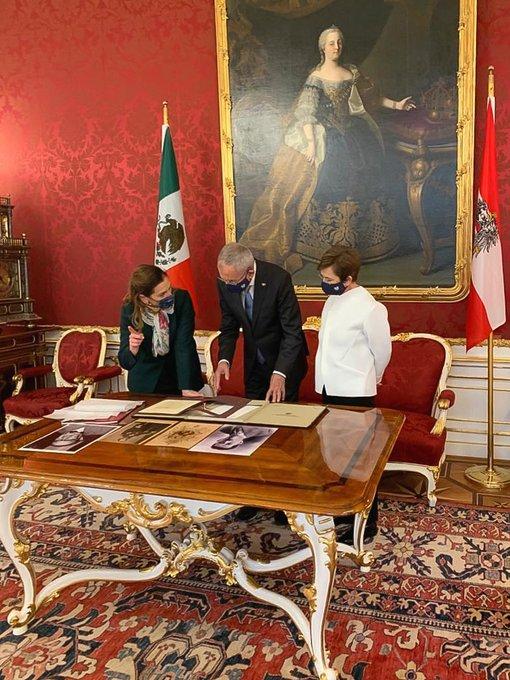 Photo of El Presidente Andrés Manuel solicita a su esposa traer el penacho de Moctezuma