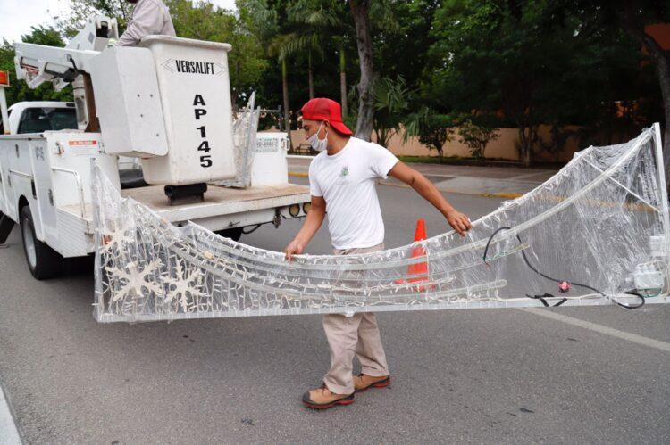 Photo of Empiezan a vestir las calles de Mérida con decorado navideño