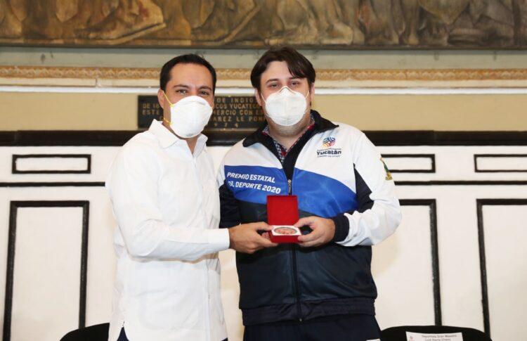 Photo of Entregan el Premio Estatal del Deporte al Gran Maestro de ajedrez, Luis Ibarra Chami