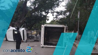 Photo of Vuelca su camioneta en la Avenida Colón