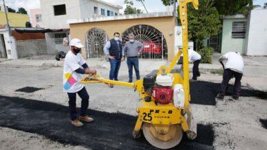 Photo of El Ayuntamiento redobla esfuerzos en materia de mantenimiento vial para aminorar el deterioro de calles y avenidas