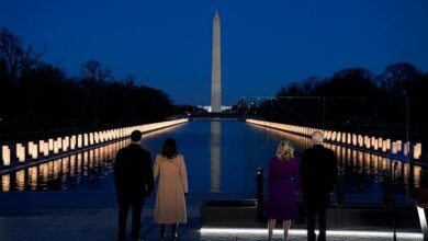 Photo of Biden y Harris rinden homenaje a víctimas del Covid-19 frente a monumento a Abraham Lincoln