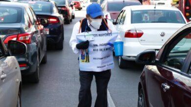 Photo of Tras 10 meses sin trabajo por el Covid-19, abuelitos piden limosna en las calles