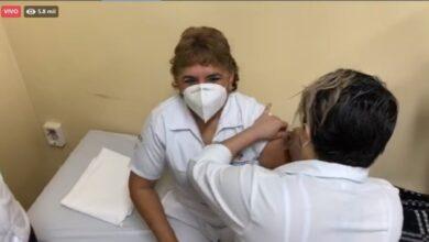 Photo of Vila supervisa aplicación de vacuna anti Covid-19 en Yucatán
