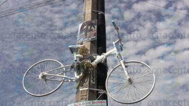 Photo of Colocan bicicleta blanca en memoria de Jacinto, ciclista atropellado en diciembre de 2020