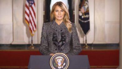 Photo of Melania Trump se despide llamando a la paz