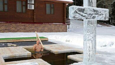 Photo of Putin se sumerge en agua helada de -20 grados para celebrar la Epifanía ortodoxa