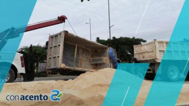 Photo of Vuelca vehículo pesado en el periférico de Mérida