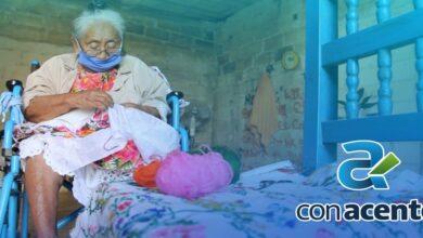 Photo of A sus 72 años sigue bordando y sobreviviendo