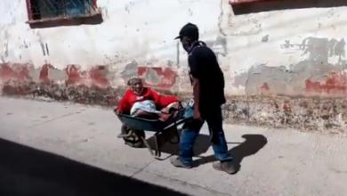 Photo of Señora de 99 años es llevada a vacunar en carreta