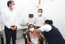 Photo of Mauricio Vila supervisa vacunación a los adultos mayores de Umán