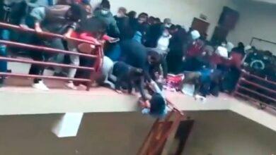 Photo of Estudiantes caen desde un cuarto piso en una universidad en Bolivia, al menos 5 murieron