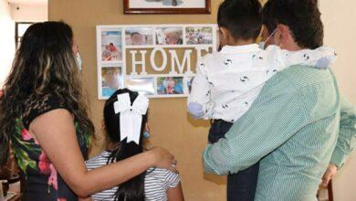 Photo of Tras ser adoptados, tres pequeños celebrarán el Día de la Familia rodeados de amor en un hogar