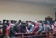 Photo of En Bolivia, estudiantes caen y mueren al romperse barandal de escuela