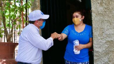 """Photo of """"Vas a ganar, porque tienes la 'V' de la victoria"""", le dicen a Víctor Hugo Lozano"""