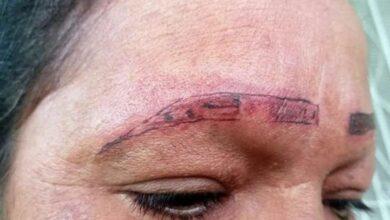 Photo of Mujer se queja por tatuaje que la dejó sin cejas y se vuelve viral