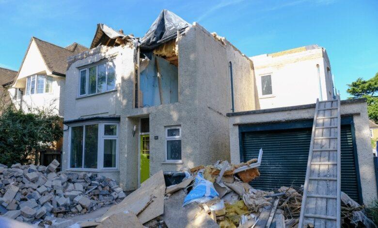 Photo of Albañil destruye casa que remodeló porque no querían pagarle