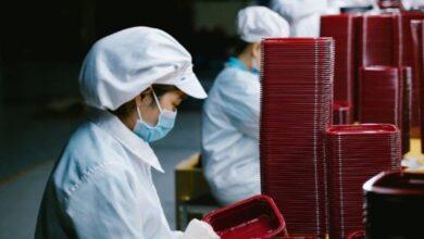 Photo of Trabajadores de Vietnam duermen en fábricas para conservar su empleo