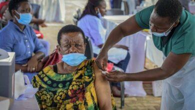 Photo of Escándalo en Uganda: cientos de personas recibieron vacunas falsas contra el Covid-19