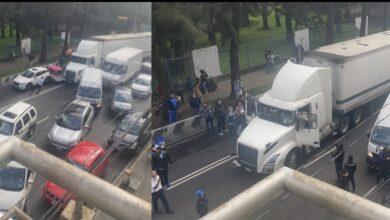 Photo of Chofer de tráiler con ira arrasa deliberadamente autos parados, en CdMx