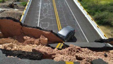 Photo of Colapsa puente en carretera de San Luis Potosí; reportan al menos un muerto