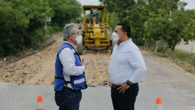 Photo of Renán Barrera supervisa trabajos de repavimentación en zona residencial Villas Cholul