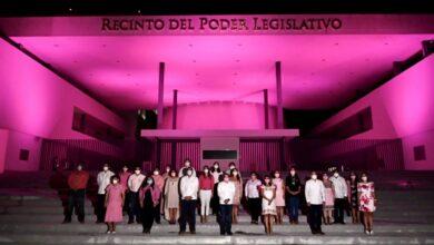Photo of Edificio del Poder Legislativo se ilumina de rosa