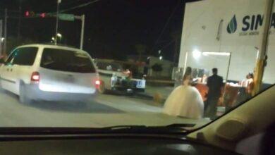 Photo of Recién casados van a comer en puesto de tacos en Torreón