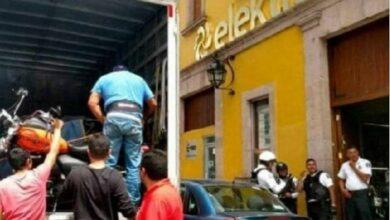 Photo of Mujer embarga a tienda Elektra por deuda que Banco Azteca no quiso pagar